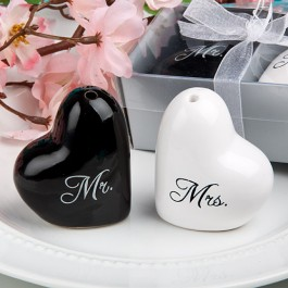 """MR & MRS"" SALT & PEPPER SHACKER - as low as RM4.10/pair"